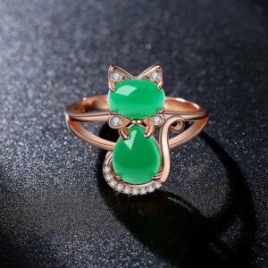Anello con gattino quarzo verde e strass
