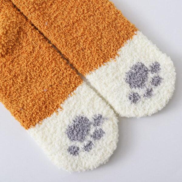 Calze calde e morbide a forma di zampette di gatto, dettaglio 1