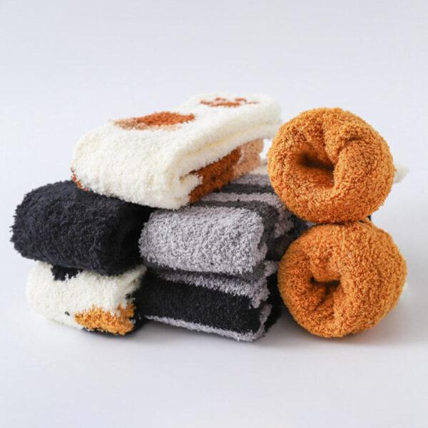 Calze calde e morbide a forma di zampette di gatto piegate
