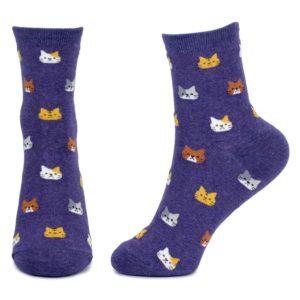 Calze con musetti di gatti viola scuro indossate