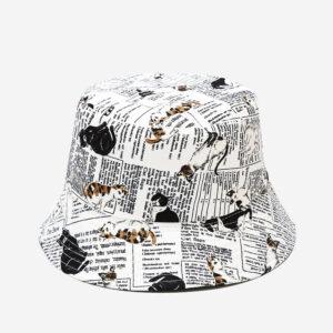 Cappello bianco con gattini