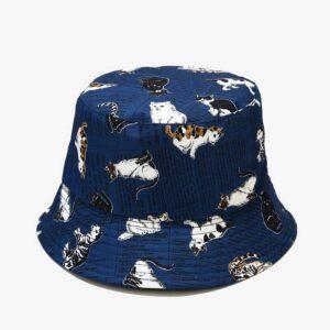 Cappello blu con gattini