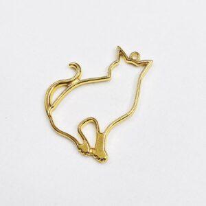 Ciondolo dorato a forma di gatto seduto