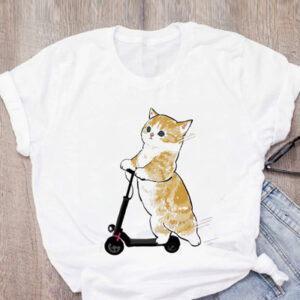 Maglietta t-shirt gattino sul monopattino