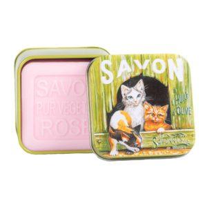 Saponetta alla rosa in scatola con gattini giocosi