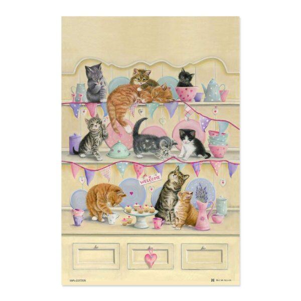 Strofinaccio in cotone gattini sulla credenza