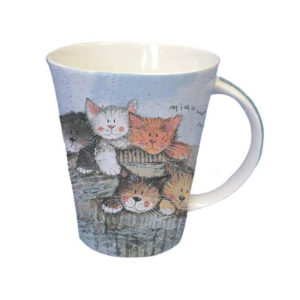 Tazza in ceramica azzurra con gattini