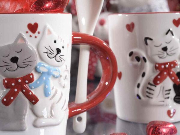Tazza in ceramica gatti innamorati con fiocchetti, dettaglio